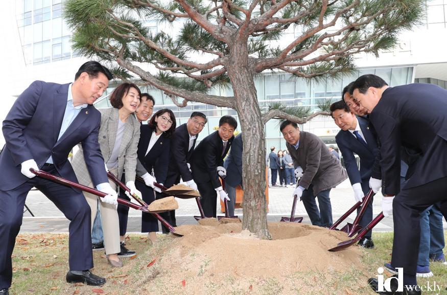 2019-11-05-성남시의회청사이전10주년기념식수.JPG