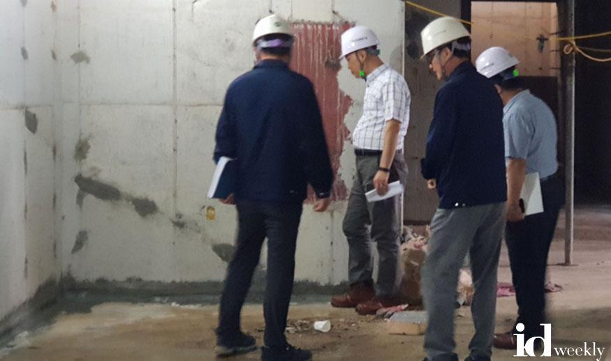 감사관실-성남시 공무원들이 지난 9월 말 여수동 육아종합지원센터 건립 공사 현장을 감사 중이다.jpg
