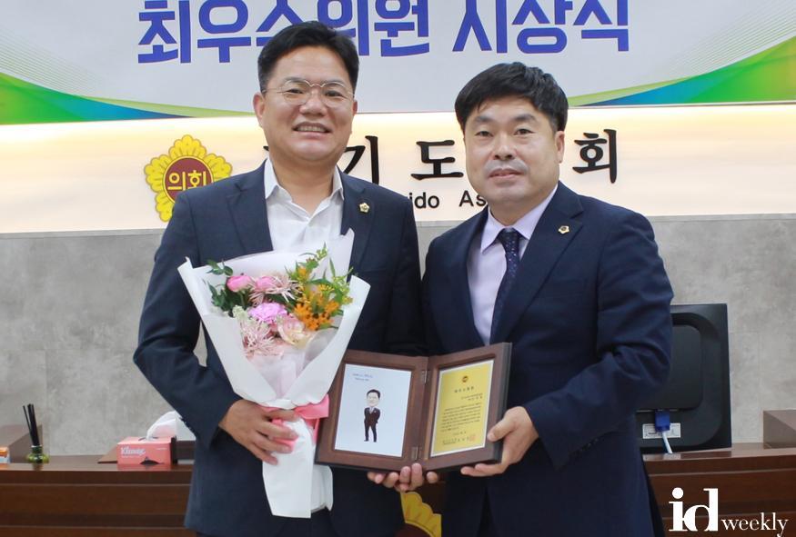 200702 임채철 의원, 제10대 전반기 기획위 최우수위원상 수상사진.jpg