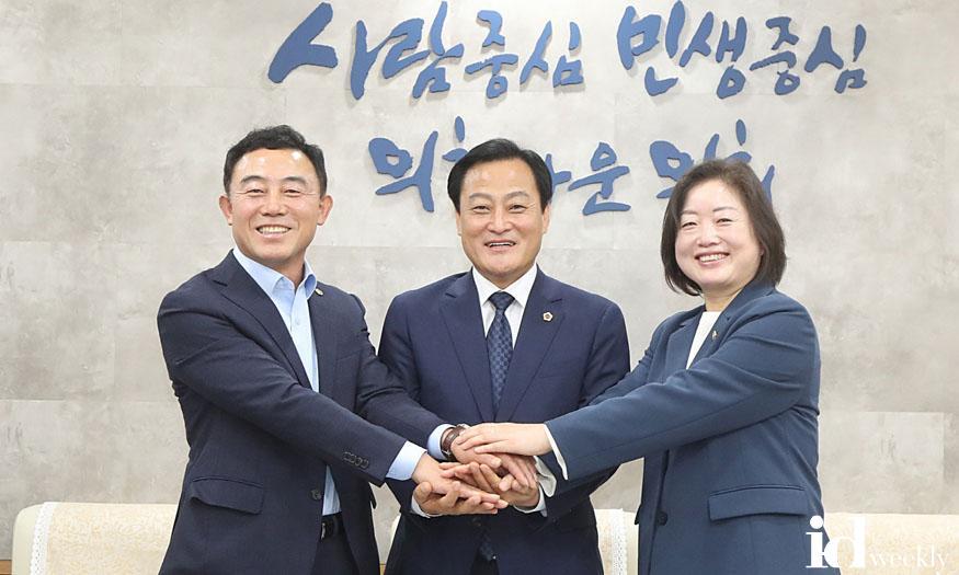 201016 제10대 경기도의회 후반기 의장단 취임100일 관련 사진 (1).jpg